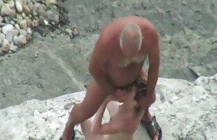 समुद्र तट पर मुश्किल बूढ़े आदमी, साउथ की मूवी सेक्सी
