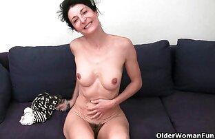 बड़ी औरत उसे कपास पैंट उसकी योनि के साथ गीला । सनी लियॉन की सेक्सी मूवी फिल्म