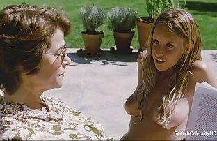 लौरा ने नग्न-पूल प्रियंका सेक्सी पिक्चर