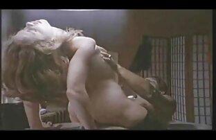 लड़की एक डबल व्यक्तित्व है. सेक्सी हिंदी फिल्म वीडियो में