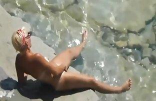 समुद्र तट पर एक गीला एड़ी सेक्सी बीएफ की फिल्म