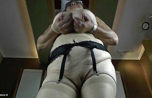 बड़े स्तन और एक भूख फूहड़ के साथ नानी । फिल्म सेक्सी वाली